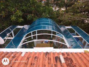 Durante instalação Multi Painel Azul - A Casa do Policarbonato